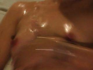 schöne Thai Mädchen in der Dusche