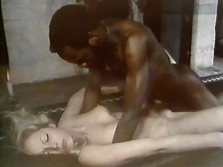deutsche Gina Janssen mit einem schwarzen Kerl