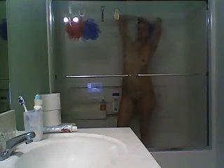 Mädchen in Glas duschen