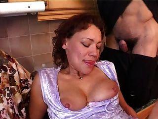 Mama mit Saggy Titten \u0026 4 Jungs