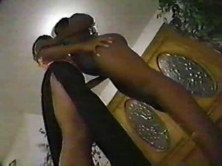 schwarze lesbische Küsse