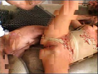 schönes molliges Mädchen in einem fmm threesome (von satanika)