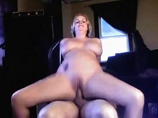 big tit blonde reitet ihre Freundin