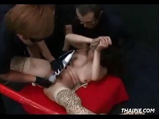 asian nimmt eine riesige cum load
