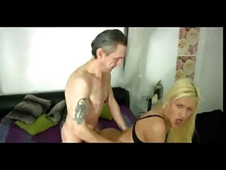 guy fickt schlank blonde shemale