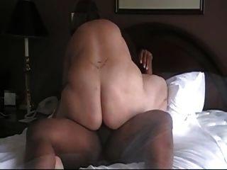 Schwarzer Kerl bekommt einen Geschmack von weißer Pussy