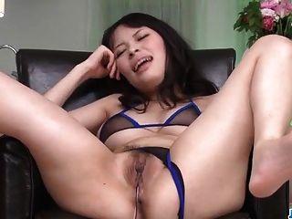 große Titten, kyouko maki, genießt Spielzeug porn entlang ihrem Mann