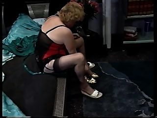 blonde haarige Oma masturbieren und gefickt
