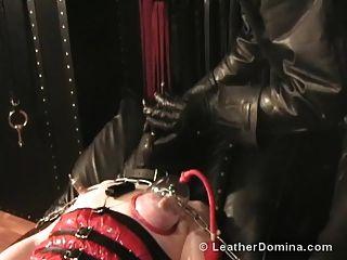 die Leder Domina Leder Bondage Brustwarze Folter