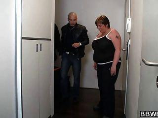 riesige Titted Fatty in die Dusche geschraubt