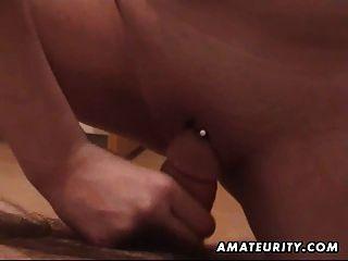 Chubby Amateur Freundin saugt und fickt mit Sperma