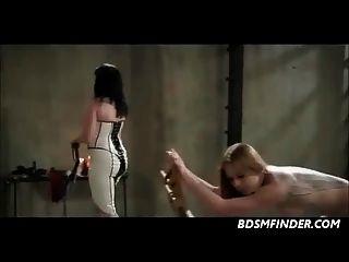 lesbische Peitsche Paddel Spank und masturbieren