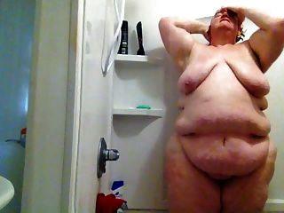 fette Schlampe in der Dusche