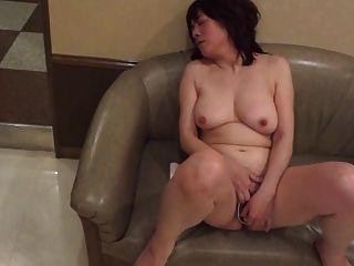 amatuer japanese reifen masturbiert dann saugt