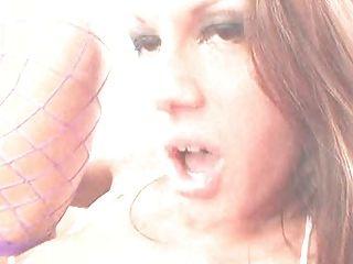 britische Schlampe mckenzie fucked den Arsch in lila fishnets
