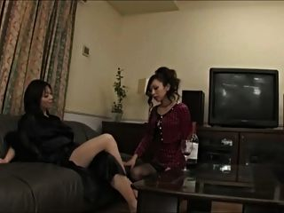 asiatische Frau verführt sie in die Anbetung