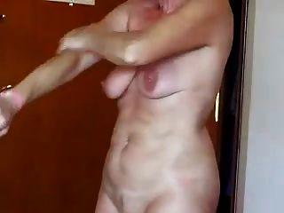 sexy Oma mit schlaffen Titten