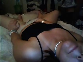 Amateur-Milf masturbiert in hausgemachtem Video