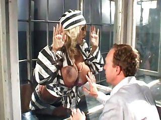 große boobs im gefängnis