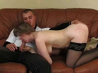 süße Mama mit Saggy Titten \u0026 Kerl