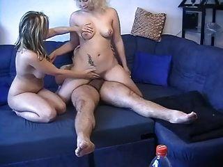 zwei deutsche blondinen in einem dreier