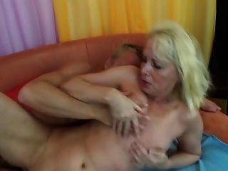 heiße Mama vs junge Hahn