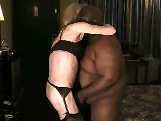 tranny mit enormen schwarzen Kerl