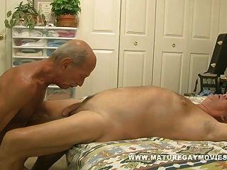 muskulösen reifen Mann fuck ein junges Stück Arsch