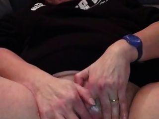 Amateur Granny wichst ihre Klitoris