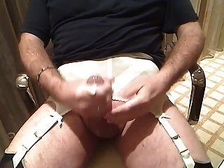 Strumpfband und Nylons cumshot