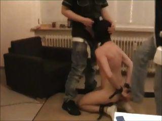 Kapuzenbund gefesselt und Hals gefickt sub