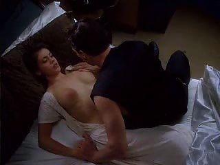 alyssa milano in der umarmung des vampirs