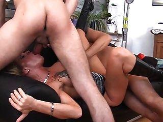 silke Maid 3some in schwarzen Stiefeln
