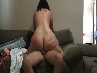 dandole azotes en el culo ein su mujer