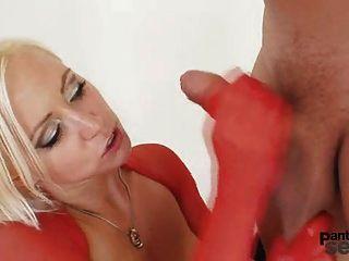 blonde bibi böse Strumpfhose Sex durch Nylons