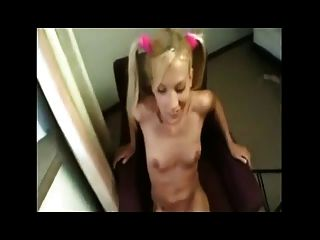 Blondine verdient einen großen Schwanz anal, cumshot in ihrem Arschloch