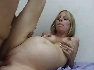Schwangere Blondine gut gefickt (camaster)