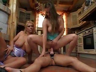 reift mit großen saggy tits anal toying