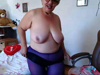 Oma spielt mit großen Titten auf Webcam! Amateur!