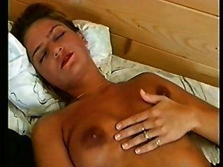 Schönheit masturbiert für Sie