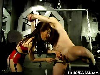 asiatische dominatrix und sie gefesselt Sklave