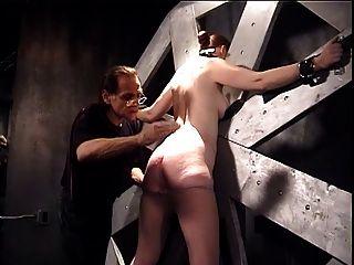 Sklaven Katharina gebunden und verprügelt