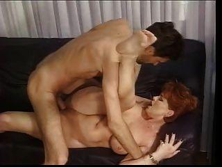 Redhead deutsche reife Kira gefickt von riesigen Schwanz