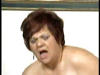 bbw Fett Arsch Oma auf einem Sofa gefickt