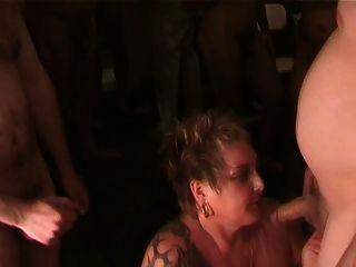 big tits british slutrona saugt mehr Schwänze und nimmt mehr cum