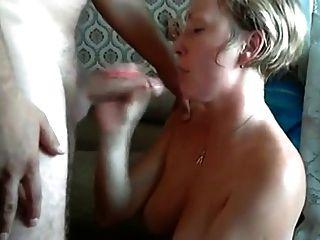 Ich setzte Sperma in ihre Mundfrau