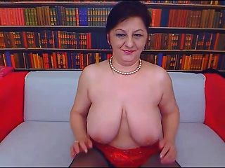 big tit mom auf webcam 2