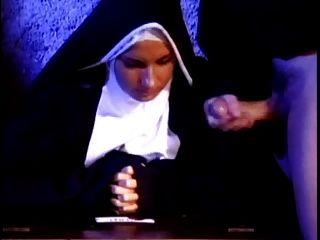 Nonne Cums