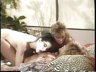 erica boyer hat einen lesbischen dreier mit zwei freundinnen auf dem bett