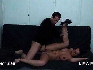 sexy milf aux enormes seins se prend une bonne schlange